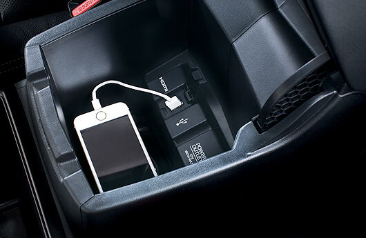 Ngan USB dung do tren Honda CRV